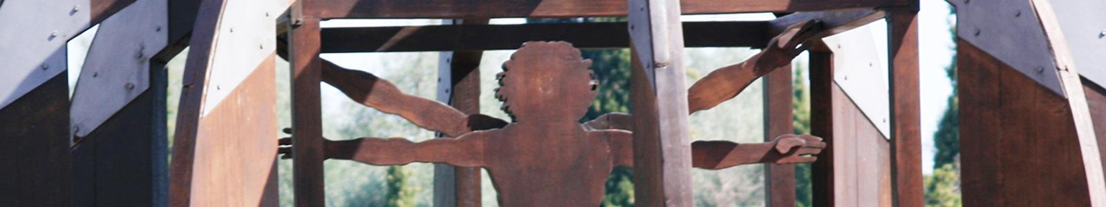 Mario Ceroli's The man from Vinci - Vinci Italy taglio OK