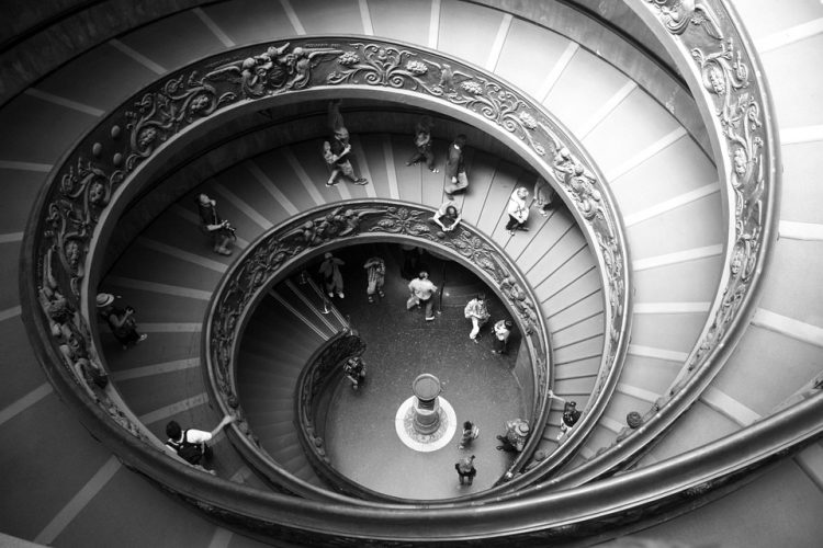 Museum visitors by Helena Volpi via Pixabay